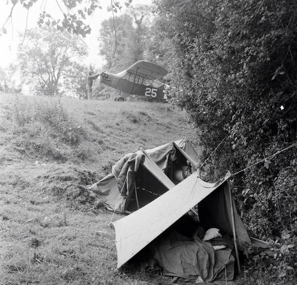 Normandie Juin 1944 Piper L-4 dans un champ
